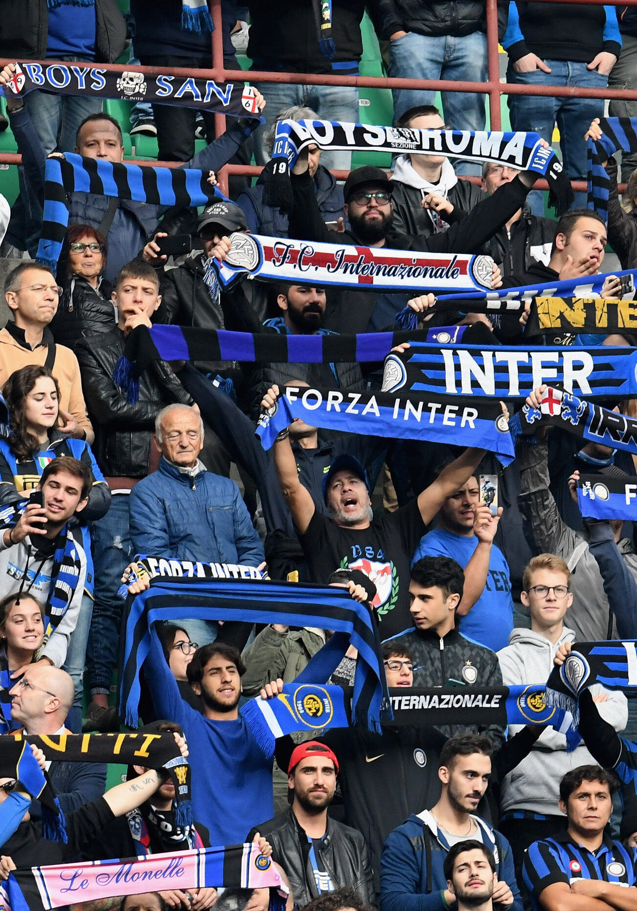 MILAN, ITALY - NOVEMBER 03:  FC Internazionale fans show their support during the Serie A match between FC Internazionale and Genoa CFC at Stadio Giuseppe Meazza on November 3, 2018 in Milan, Italy.  (Photo by Claudio Villa - Inter/Inter via Getty Images)